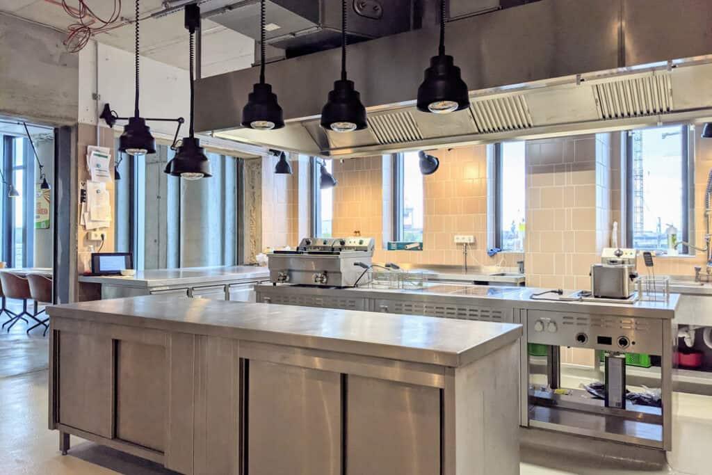 foodlab küche 1024x683 - gastronomie, food-nomyblog foodlab. Hamburg: Kreativort für kleine und große Food-Unternehmen