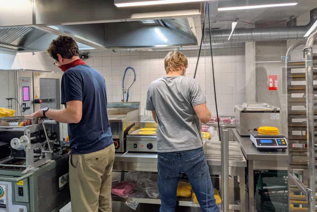 produktion 1024x683 - gastronomie, food-nomyblog foodlab. Hamburg: Kreativort für kleine und große Food-Unternehmen