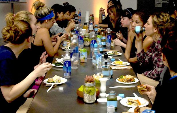 Downward Dining - gastronomie food-nomyblog nomyblog Yoga-Gastronomien kommen
