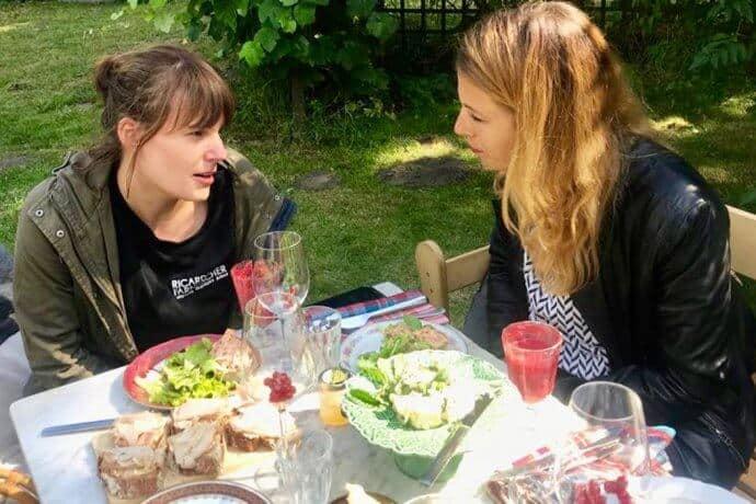 """Ricarda Farnbacher Laura Klingenberg 690x460 - interviews-portraits, gastronomie, food-nomyblog, events Event-Catering mit Erzeugnissen aus eigenem Anbau: Besuch im """"Garten Eden"""" von Ricarda Farnbacher"""