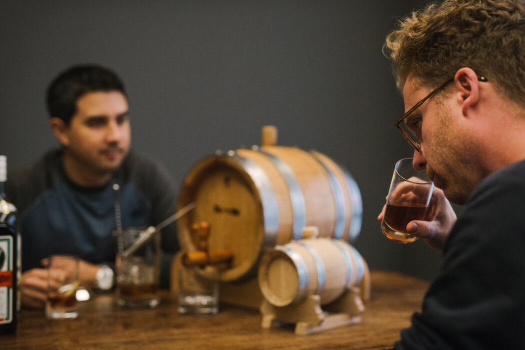 batching5 - getraenke gastronomie Geschmackvolle Akzente in Drinks setzen: So funktioniert das Barrel Aging