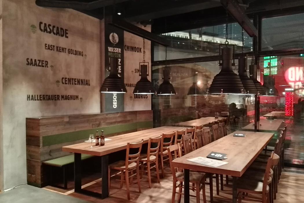 brauhaus lemke alex sitzbereich - gastronomie Neue Craft-Bier-Erlebniswelt mitten in Berlin: Brauhaus Lemke am Alex