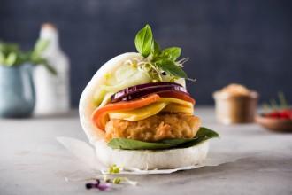 """Shrimp Burger / Weiterer Text über ots und www.presseportal.de/pm/116874 / Die Verwendung dieses Bildes ist für redaktionelle Zwecke honorarfrei. Veröffentlichung bitte unter Quellenangabe: """"obs/Bun Bao"""""""