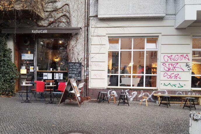 cafe 690x460 - listen-und-citytouren, gastronomie Friedelstraße Neukölln: Auf dem Weg zur Gastromeile?
