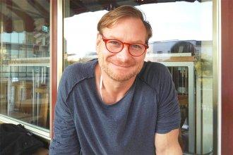 """dennis wolf 330x220 - interviews-portraits, gastronomie Dennis Wolf, Gastronomie gegen Rassismus e.V.: """"Wir überlassen das Thema nicht den Populisten, wir holen es zurück und laden es mit Liebe auf!"""""""