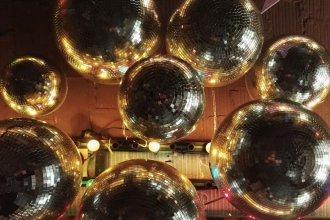 discokugel 330x220 - personal, medien-tools, management, konzepte, gruendung, gastronomie Diese 5 Blogs informieren Gastronomen über Rechtliches, Administratives, Finanzielles und anderes Wichtiges