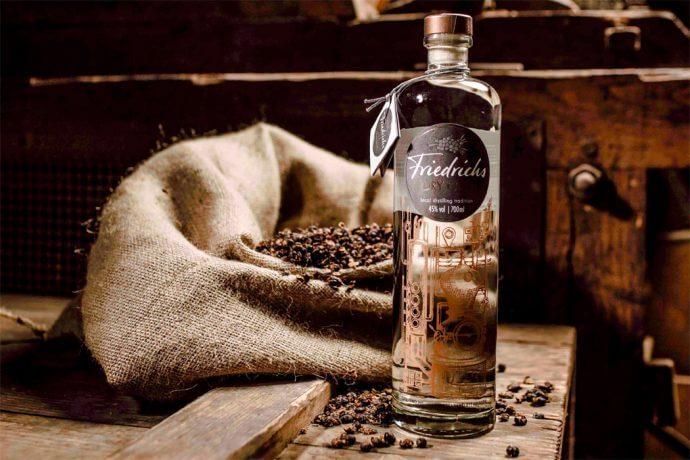 Der Gin aus der Wacholder-Traditionsdestille: Friedrichs Dry Gin | nomy