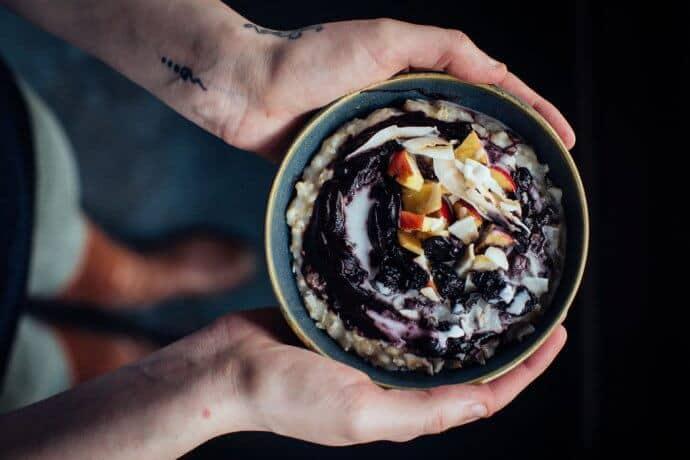 haferkater porridge 690x460 - streetfood, interviews-portraits, konzepte, gruendung, gastronomie, food-nomyblog Haferkater: drei Berliner Porridge-Profis erobern die Bahnhöfe Deutschlands