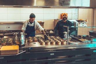 """kochen für helden hamburg 330x220 - personal, interviews-portraits, management, gastronomie, food-nomyblog """"Riesiger Zusammenhalt"""" – Thomas Kosikowski über #kochenfürhelden"""
