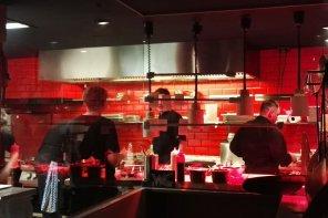 kueche 296x197 - gastronomie 7 Tipps, wie sich in der Gastronomie ohne Qualitätsverlust Kosten sparen lassen
