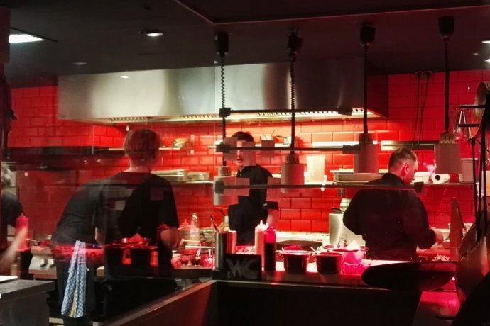 kueche 690x460 - gastronomie 7 Tipps, wie sich in der Gastronomie ohne Qualitätsverlust Kosten sparen lassen