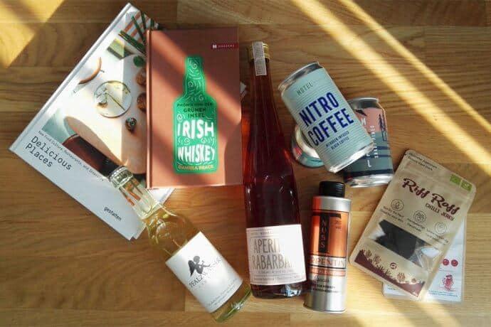 warenkorb mai 2019 690x460 - spirituosen, medien-tools, kaffee-und-tee, food-nomyblog, bier, alkoholfreie-getraenke Der Mai-Warenkorb 2019: 7 Produkte für Gastronomen und Genießer